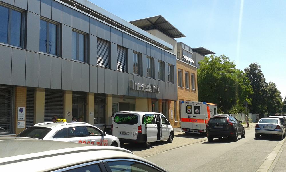 Stare wejście do kliniki, sierpień 2015 r.
